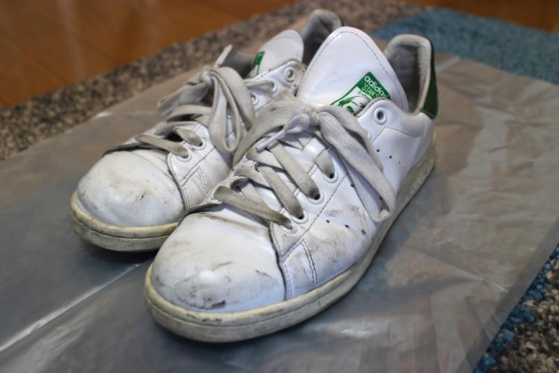 白スニーカーの汚れを落とし、ピカピカに蘇らせる手入れ方法