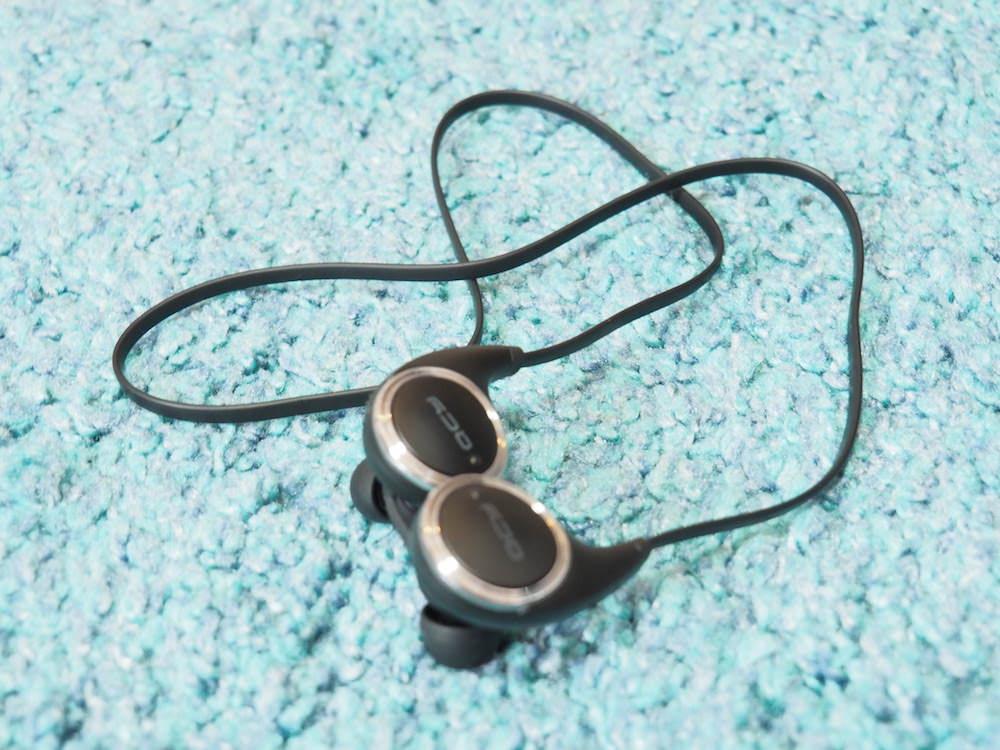 Bluetoothイヤホン「QCY QY8」の全体写真