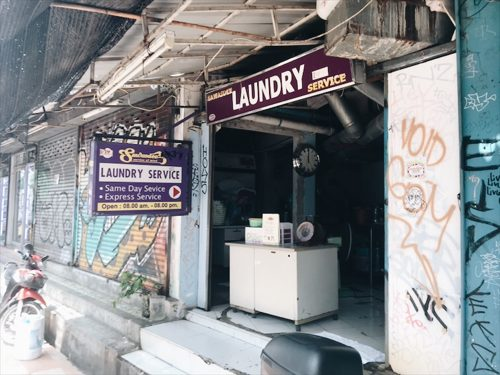 バンコク長期滞在中の洗濯なら、ランドリーサービスが使える。1回200円ってマジか